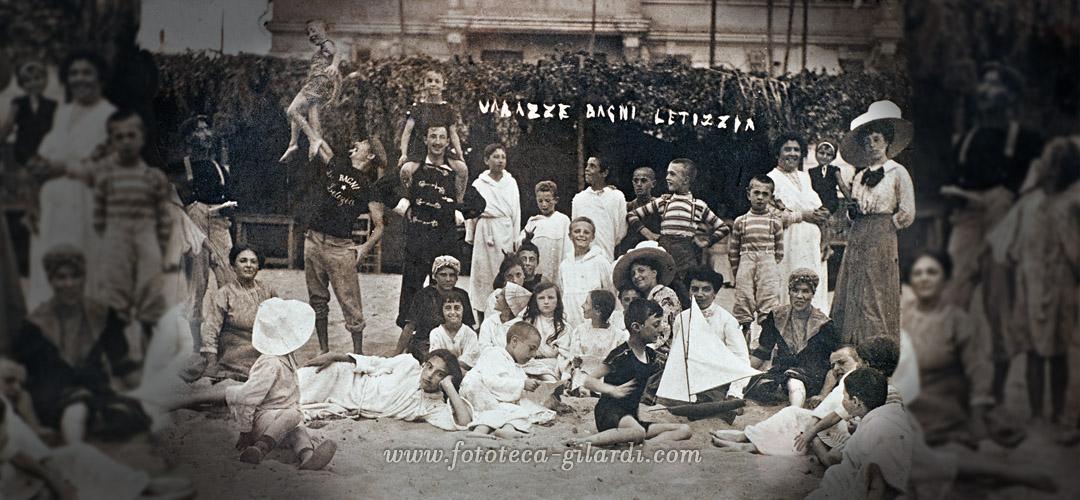 Gruppo in posa per fotografia ricordo delle vacanze al mare, Varazze 1910